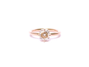 Ring mit naturfarbenem Diamant in Rotgold